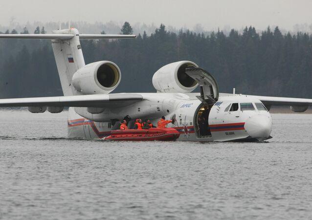 Avião anfíbio Be-200