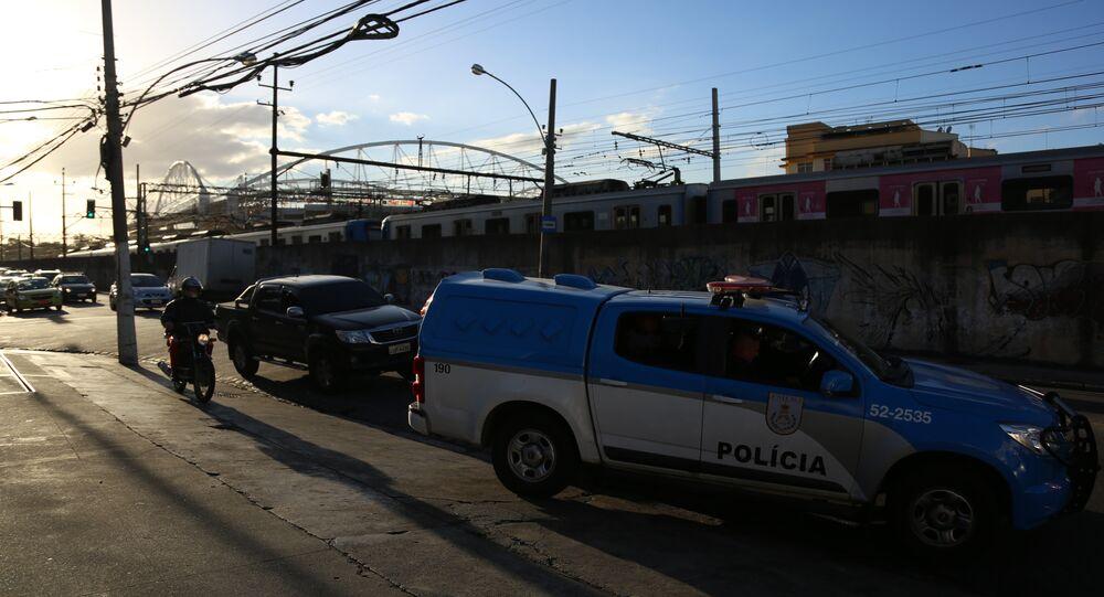 Viatura da Polícia Militar do RJ próxima ao Estádio do Engenhão