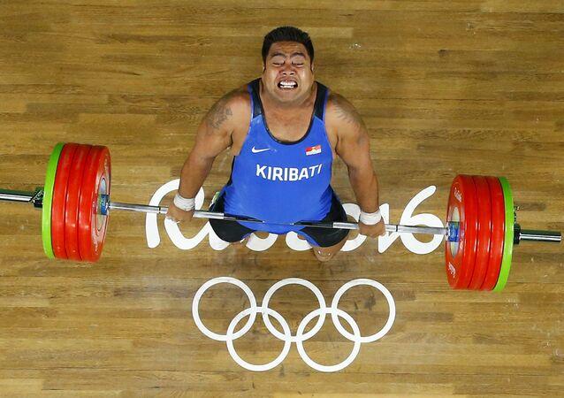 David Katoatau, halterofilista de Kiribati