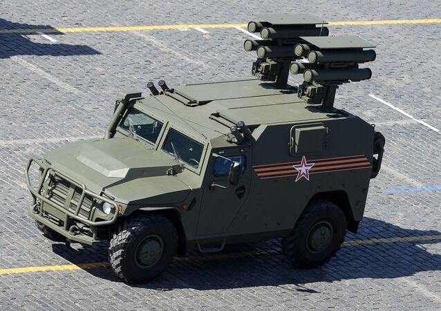 Veículo blindado Tigr com sistema antitanque Kornet (foto de arquivo)