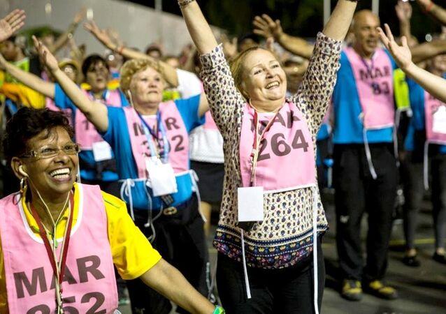 Voluntários ensaiam para a cerimônia de encerramento dos Jogos Rio 2016