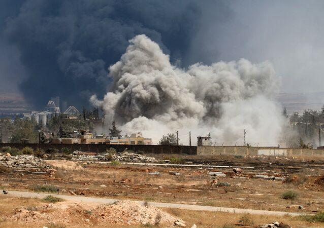 Fumaça sobre Aleppo após violentos confrontos entre rebeldes e forças governamentais, Síria, 18 de agosto de 2016