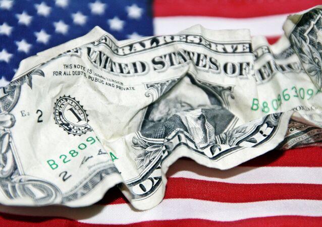 Dólar com bandeira dos EUA de fundo