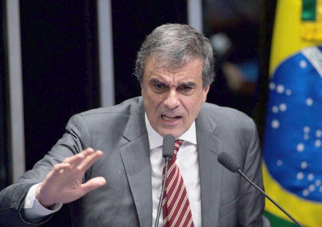 O advogado José Eduardo Cardozo faz a defesa de Dilma Rousseff