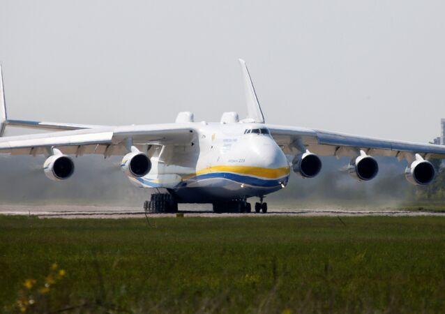 O An-225 Mriya, o maior avião de transporte do mundo, foi construído na Ucrânia durante os tempos soviéticos