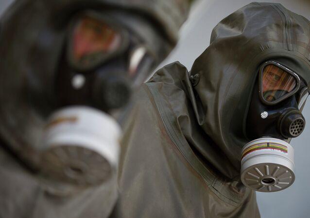 Funcionários da GEKA em instalação de eliminação de armas químicas em Munster, Alemanha, 30 de outubro de 2013 (imagem referencial)