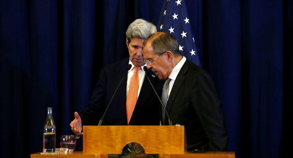Secretário de Estado dos EUA, John Kerry, com o chanceler russo, Sergei Lavrov