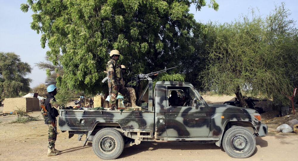 Soldados nigerinos ocupam posições na fronteira com a Nigéria em Diffa, Niger