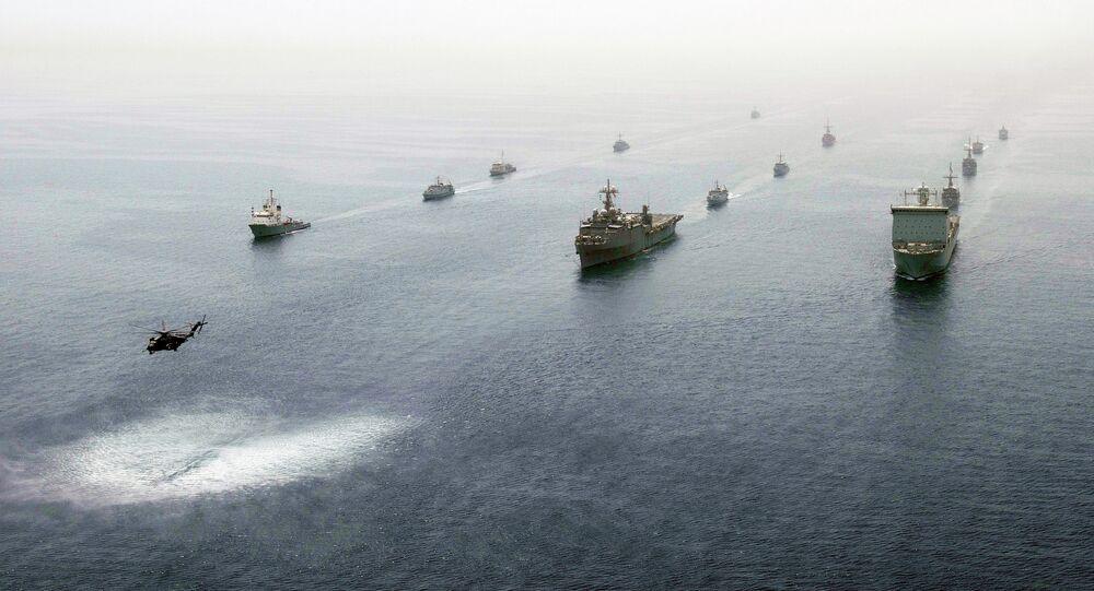Navios no Golfo Pérsico, exercícios militares (arquivo)