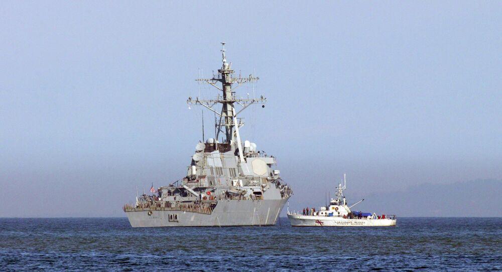 USS Barry, navio de guerra destróier na Baía de Batumi, em 22 de novembro de 2008.