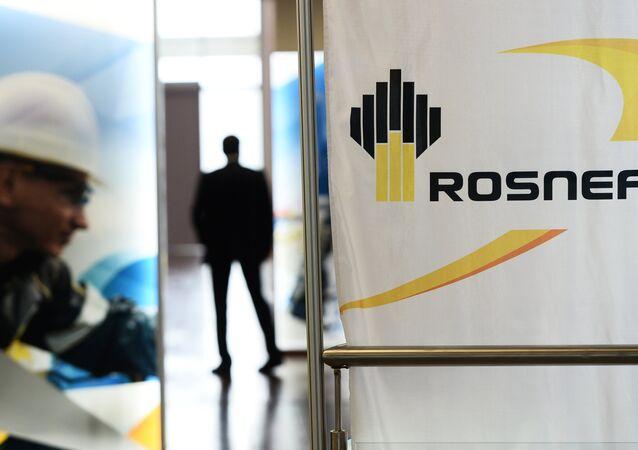 Governo russo espera arrecadar 1 trilhão de rublos com privatização da Bashneft e de parte da Rosneft