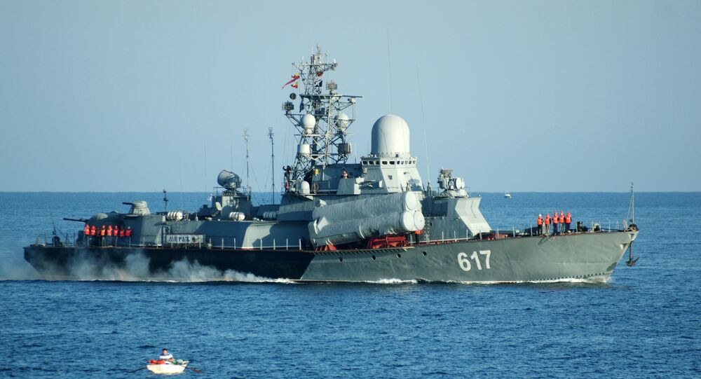 Navio ligeiro porta-mísseis Mirazh da Frota do MAr Negro no porto de Sevastopol, Rússia