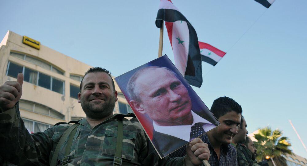 Manifestação de apoio da presença do grupo aéreo russo na cidade síria de Tartus