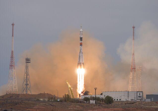 Cosmonautas da Roscosmos e da NASA partem para missão de quatro meses na Estação Espacial Internacional