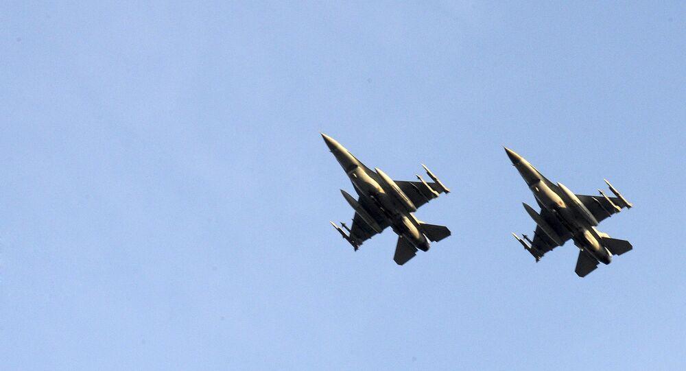 Dois aviões F-16 da FA belga