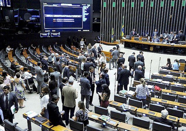 Deputados durante sessão na Câmara