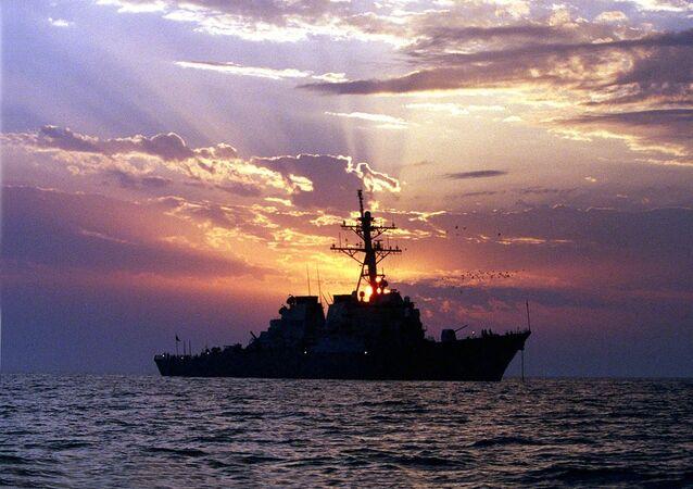 Destróier com mísseis guiados USS Carney (foto de arquivo)