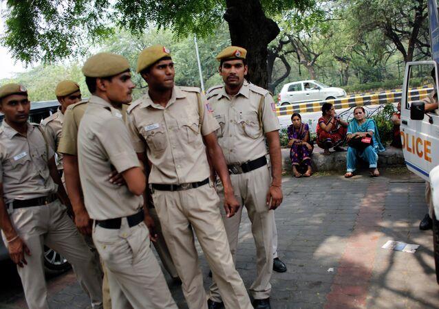 Polícia indiana durante detenção de suspeitos (arquivo)