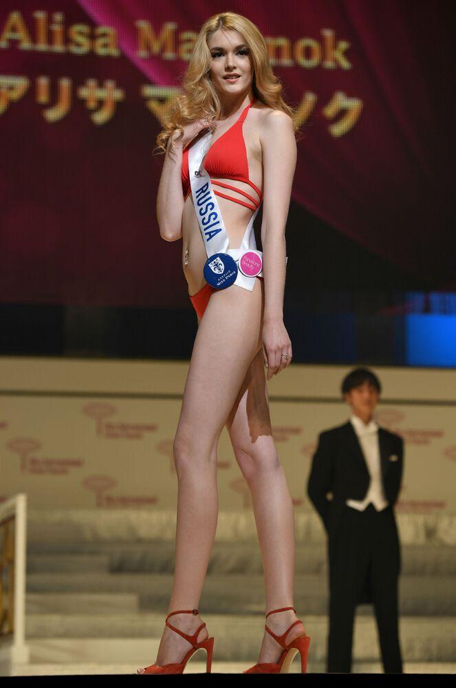 Miss Rússia Alisa Manenok durante o ensaio do show em biquíni do Miss Internacional 2016