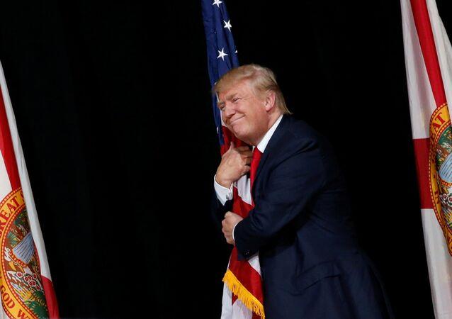 Donald Trump, candidato presidencial norte-americano do Partido Republicano, durante uma reunião com seus seguidores em Tampa, Flórida