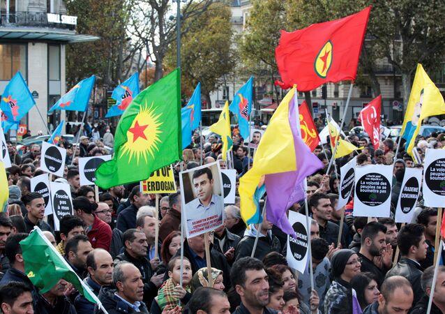 Protestos em Paris contra repressão do presidente turco aos curdos, 5 de novembro de 2016