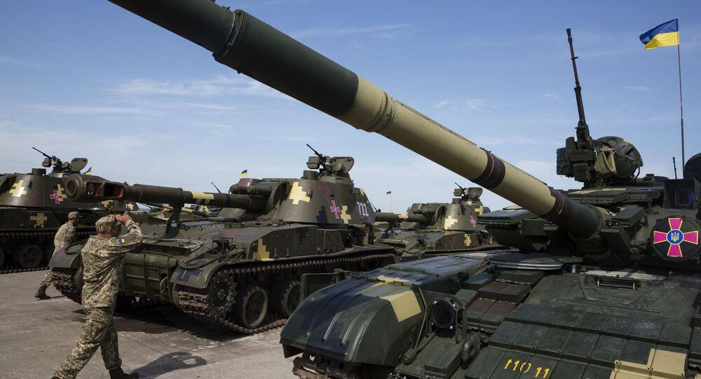 Na foto: um grupo de sistemas de artilharia Acacia que fazem parte do exército ucraniano