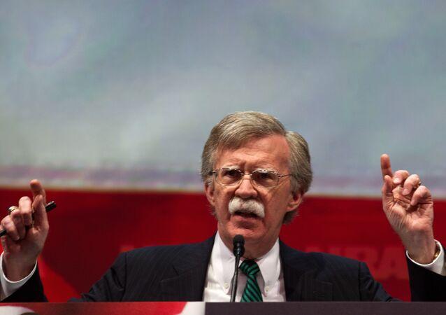 Ex-representante dos EUA na ONU, John Bolton, discursa na Convenção NRA, 2013 (foto de arquivo)
