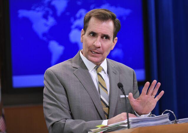 John Kirby, porta-voz da Defesa dos EUA, durante briefing em Washington quando exercia a mesma função no Departamento de Estado norte-americano (arquivo)