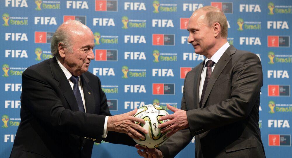O presidente da FIFA, Joseph Blatter, com o presidente da Rússia, Vladimir Putin