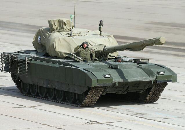 Veículo blindado russo de nova geração Armata, durante a Parada de Vitória em Moscou