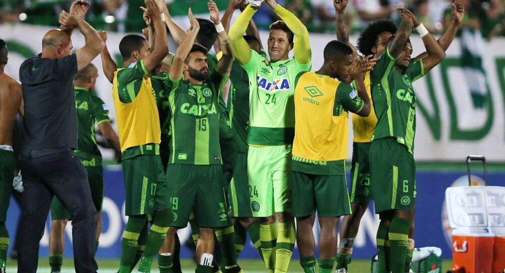 Jogadores da Chapecoense comemoram após empate com o San Lorenzo na Arena Condá em 23 de novembro de 2016
