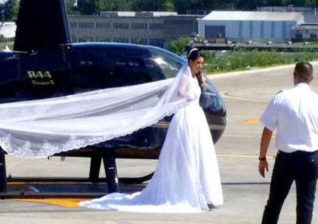 Rosemere vestida de noiva foi fotografada pelo piloto antes de embarcar no helicóptero que caiu