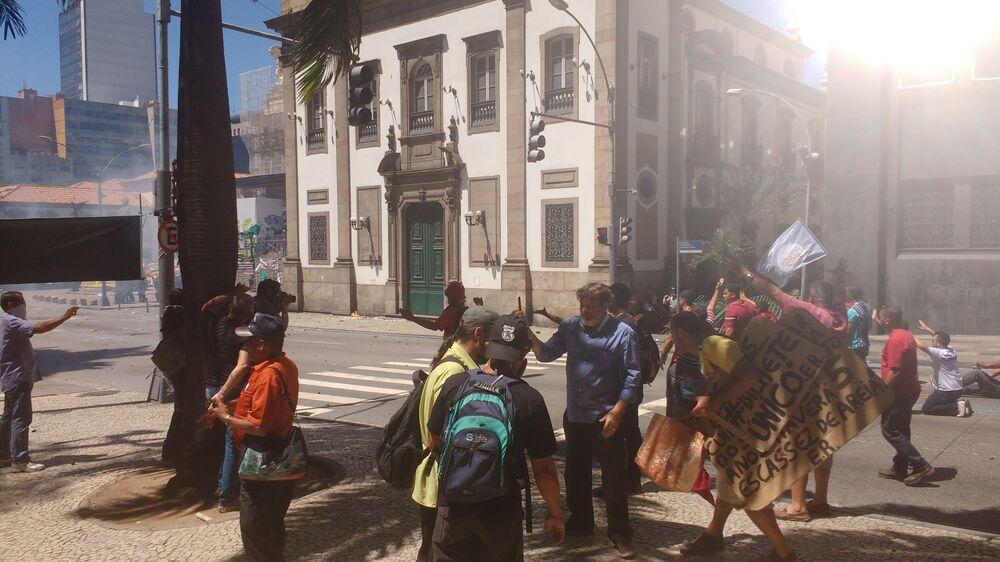 Ato em frente à Alerj reprimido pela polícia - 06/12/2016