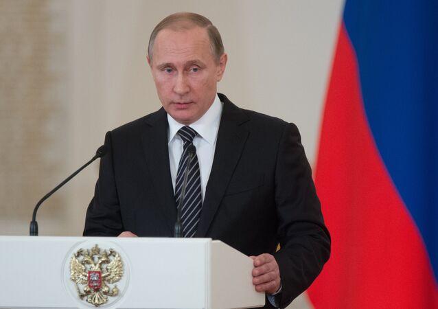 O presidente russo, Vladimir Putin apresentou condecorações para os militares que participaram nas operações anti-terroristas na Síria