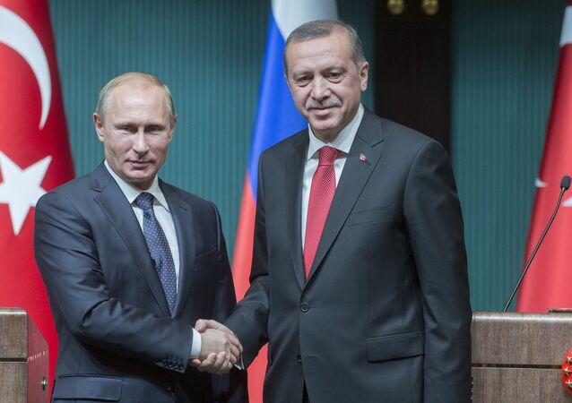 Vladimir Putin, presidente da Rússia, e Recep Tayyip Erdogan, presidente da Turquia.