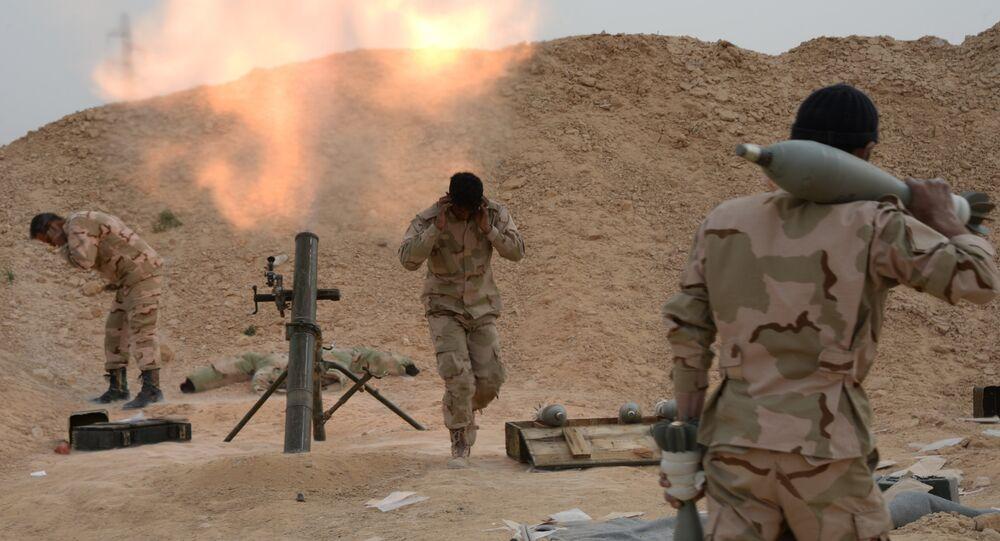 Exército sírio e milícia durante combates por Palmira