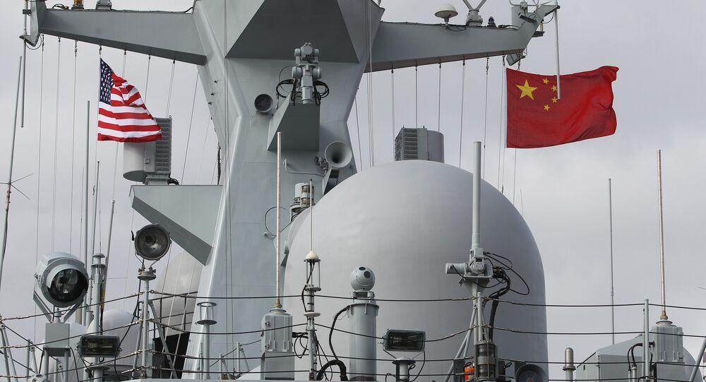 Fragata chinesa Yancheng em San Diego, durante uma visita da Marinha da China à Califórnia, em 6 de dezembro de 2016