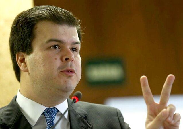 Ministro Minas Energia, Fernando Coelho acredita que o Brasil vai voltar a crescer e ocupar um lugar de destaque