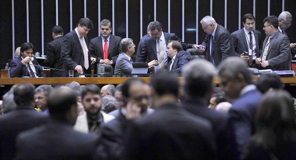 Deputados negociam para a votação do projeto de renegociação dos débitos do estados