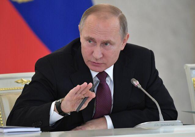 Presidente russo, Vladimir Putin, realizou uma reunião do Conselho para Desenvolvimento da Sociedade Civil e Direitos Humanos, em 8 de dezembro de 2016 (foto de arquivo)