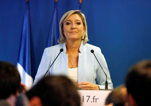 Marine Le Pen, a líder do partido político francês de Frente Nacional falando sobre os resultados das eleições dos EUA em Nanterre, França, 9 de novembro de 2016