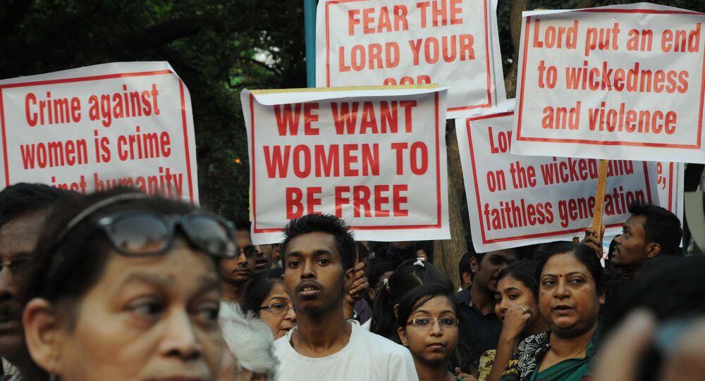 Indianos vão às ruas de Calcutá para protestar pelo fim da violência contra as mulheres (arquivo de março de 2015)