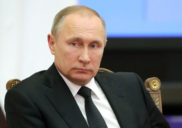 Presidente russo, Vladimir Putin, participa de uma reunião do Supremo Conselho Econômico Euro-Asiático e de uma sessão do Conselho de Segurança coletiva em São Petersburgo