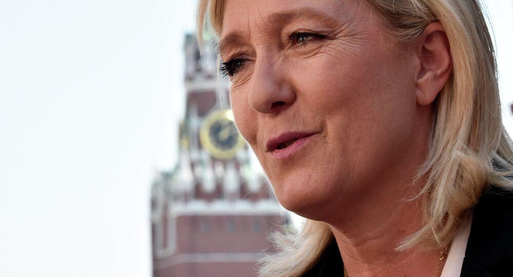 Marine Le Pen, candidata presidencial francesa visita Moscou em maio de 2015