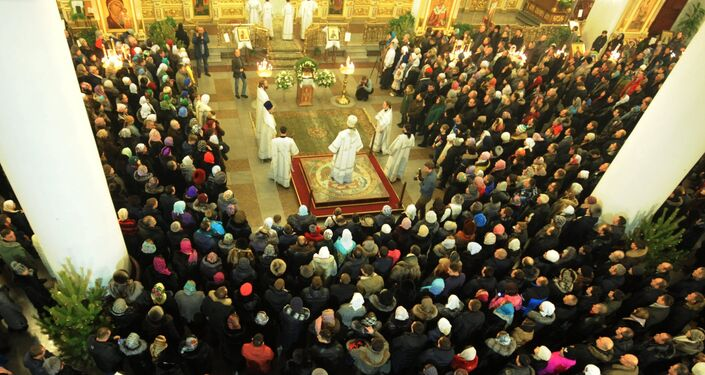 Segundo o regulamento da Igreja Ortodoxa Russa, após o Natal, entram os dias santos (Svyatki) – tempo de alegria espiritual