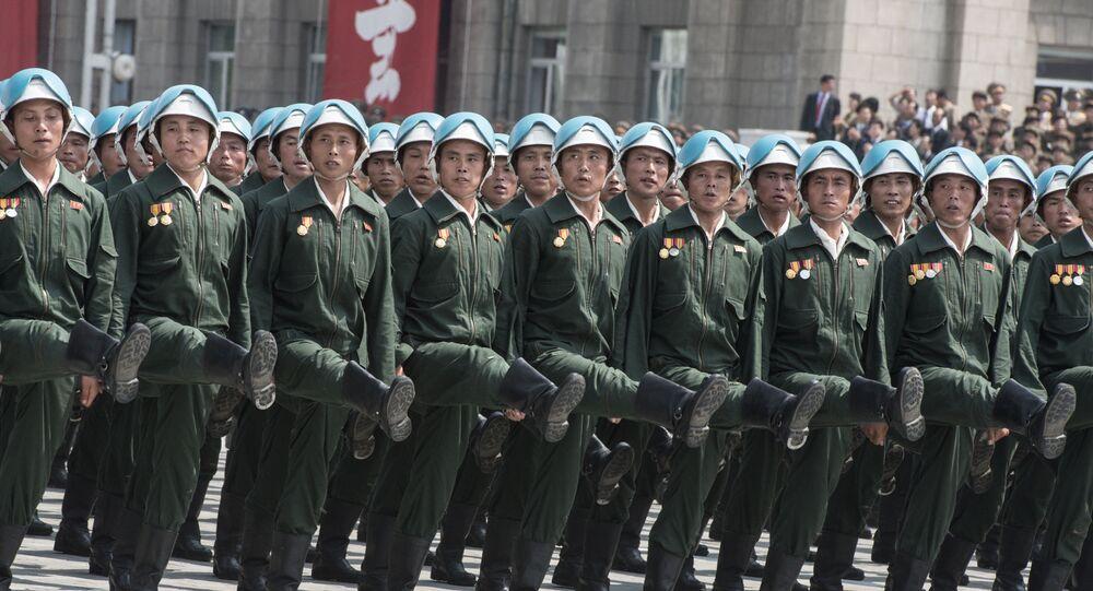 Soldados norte-coreanos durante a parada militar em homenagem ao 60º aniversário do fim da Guerra da Coreia, 2013