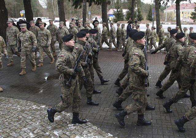 Cerimônia oficial de boas-vindas às tropas dos EUA em Zagan, Polônia (imagem referencial)