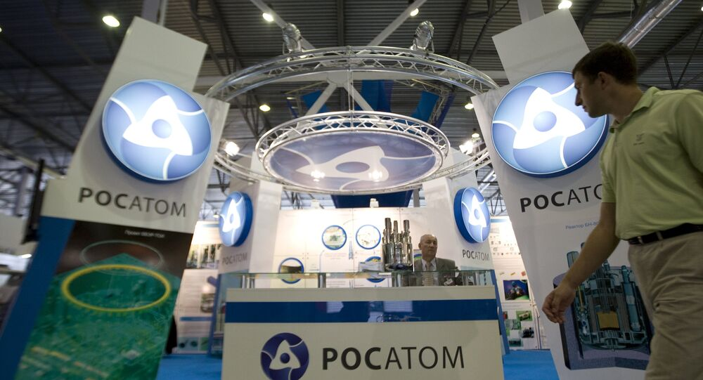 Stand da corporação estatal Rosatom na Exposição Internacional INNOPROM-2010 em Yekaterinburgo