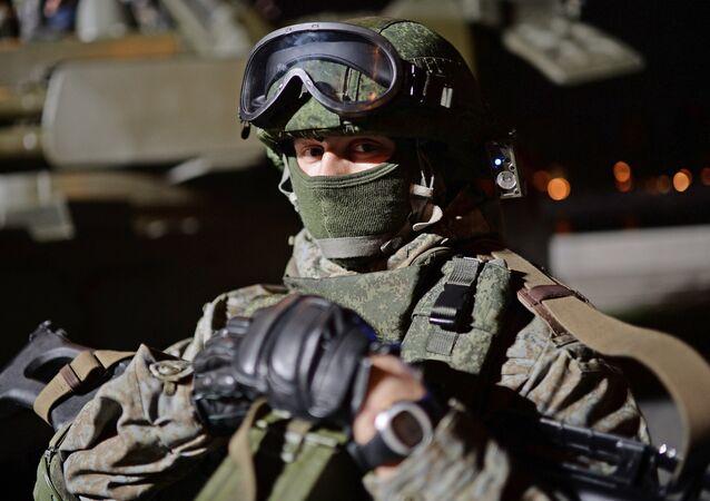 Soldado no Festival do Exército russo em Moscou
