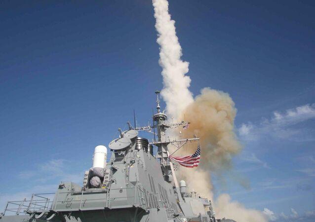 Lançamento de míssil Standard Missile (SM-3) pelo USS Decatur (DDG 73), um destróier da classe Arleigh Burke equipado com o sistema de combate Aegis e operando no Pacífico, em 22 de junho de 2007
